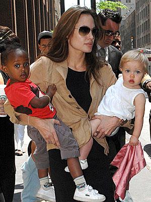 MAMA'S GIRLS photo | Angelina Jolie, Shiloh Jolie-Pitt, Zahara Jolie-Pitt