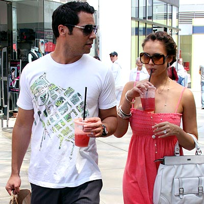 7. SIP AN ICY DRINK  photo | Cash Warren, Jessica Alba