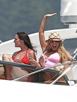 1. GO YACHTING photo | Ashlee Simpson, Jessica Simpson