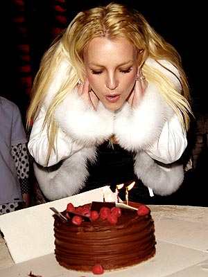 HAVING HER CAKE photo | Britney Spears
