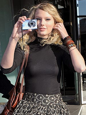 CANON POWERSHOT SD1100 IS photo | Taylor Swift