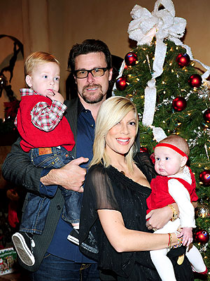 SEASONS' GREETINGS photo | Dean McDermott, Tori Spelling