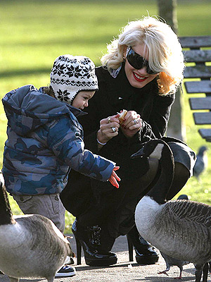 FOWL PLAY photo | Gwen Stefani, Kingston Rossdale
