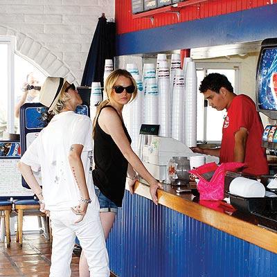 FAST (FOOD) FRIENDS photo | Lindsay Lohan, Samantha Ronson