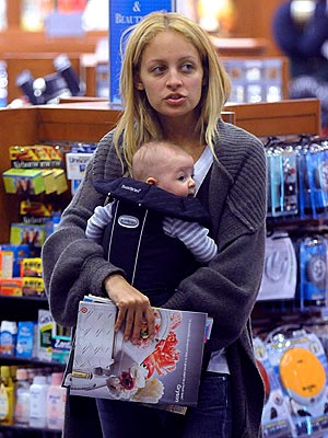 http://img2.timeinc.net/people/i/2008/gallery/mom_essentials/nicole_richie.jpg