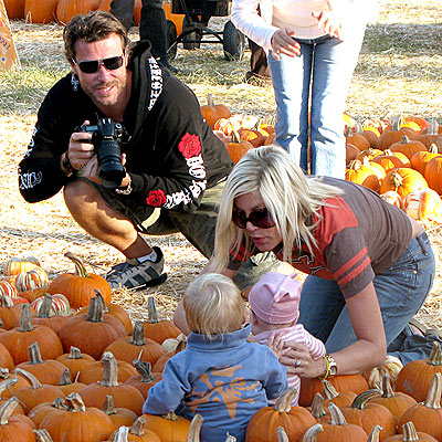 PICTURE PERFECT photo | Dean McDermott, Tori Spelling