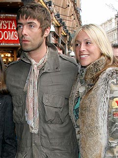 Oasis Singer Liam Gallagher Marries Longtime Girlfriend