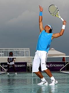 FIRST LOOK: Serena Williams Plays Tennis on Water| Rafael Nadal, Serena Williams