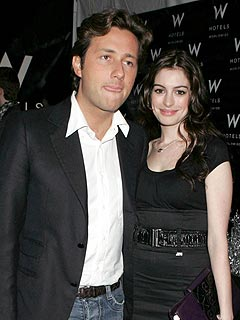 Anne Hathaway Splits from Raffaello Follieri