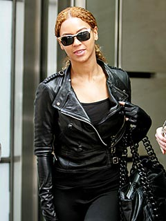 Beyoncé Wears Huge Rock at Jay-Z's Atlanta Show