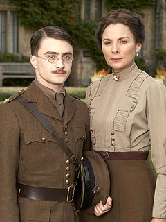 Kim Cattrall Covers It All for New Role | Daniel Radcliffe, Kim Cattrall