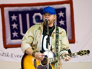 Toby Keith Encounters Mortar Fire on USO Tour | Toby Keith
