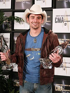 Brad Paisley: Trophies Live with Mom and Dad