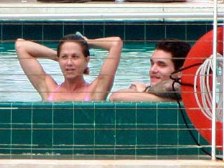 Jennifer Aniston and John Mayer Get Cozy Poolside| Couples, Jennifer Aniston, John Mayer