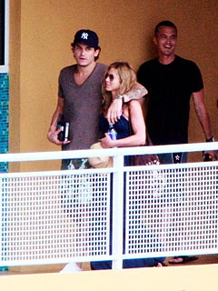 Jennifer Aniston and John Mayer Get Cozy Poolside | Jennifer Aniston