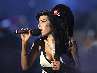 Amy Winehouse Performs for Nelson Mandela Tribute
