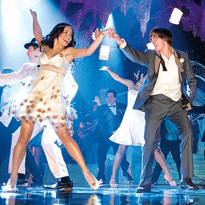 FIRST LOOK: High School Musical 3: Senior Year | Vanessa Hudgens, Zac Efron