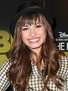 http://img2.timeinc.net/people/i/2008/news/080804/demi_lovato.jpg