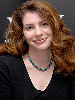 http://img2.timeinc.net/people/i/2008/news/080811/stephenie_meyer2.jpg