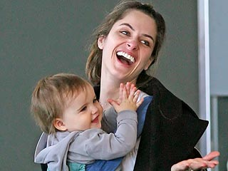 Amanda Peet Shares Her Daughter's First Words | Amanda Peet