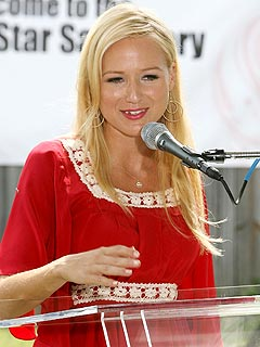 Jewel Kicks Off Good Cause – with a Kiss | Jewel