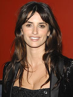 Penélope Cruz Shows Off a Dazzling Ring