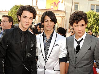 Jonas Brothers Toast Grammy Nod – with Cider!
