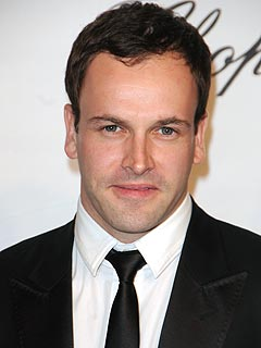 Eli Stone's Jonny Lee Miller to Be a Father
