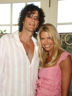 Howard Stern Helps His New Bride Train for Marathon