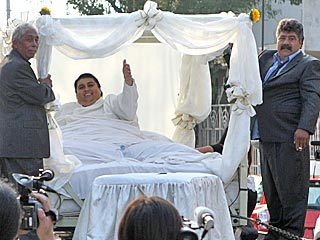 The World's Fattest Man (700 lbs) Gets Married!