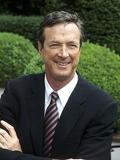 Best-Selling Writer Michael Crichton Dies at 66
