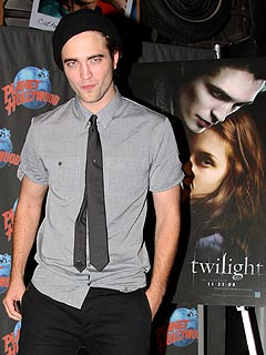 Young Fan Asks Twilight Star Robert Pattinson to 'Bite Me'