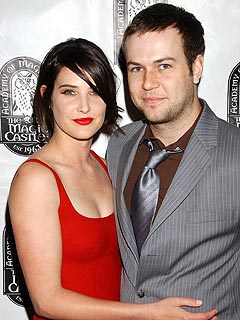 HIMYM&#39;s Cobie Smulders Flashes Her New Engagement Ring