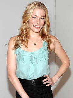 LeAnn Rimes Recalls 'Scaly Girl' Kid Taunts