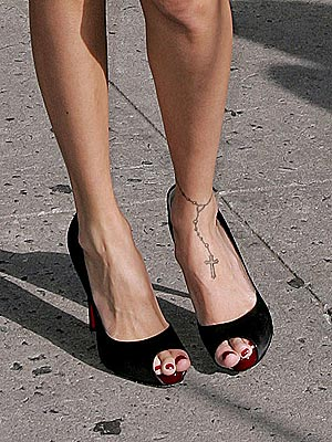 Which reality star has a rosary tattooed around her ankle?