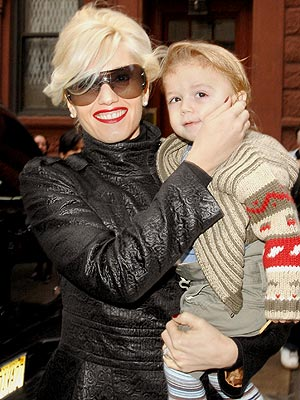 Gwen's first child, Kingston, was born the same weekend as which other famous celebrity baby? | Gwen Stefani