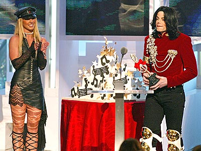 What happened when Britney Spears gave Jackson a birthday cake at the 2002 MTV Video Music Awards? | Michael Jackson