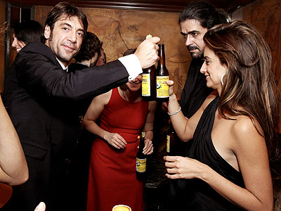 SAY CHEERS! photo | Javier Bardem, Penelope Cruz