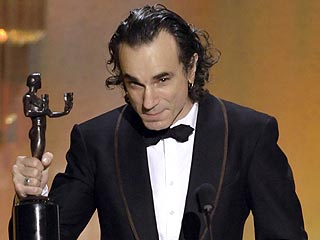 http://img2.timeinc.net/people/i/2008/specials/sag08/news/daniel_day_lewis320.jpg
