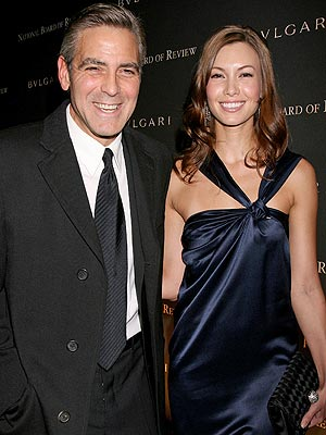 GEORGE CLOONEY & SARAH LARSON photo | George Clooney