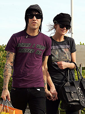 RING OF RUMORS photo | Ashlee Simpson, Pete Wentz
