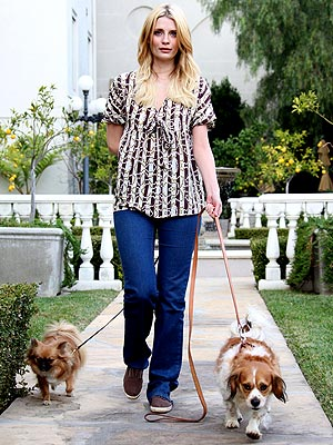A TIGHT LEASH photo | Mischa Barton