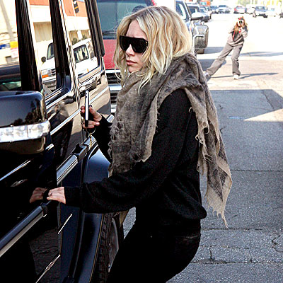 HANDLE WITH FLAIR photo | Ashley Olsen