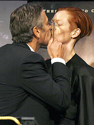 KISSING COSTARS photo | George Clooney, Tilda Swinton