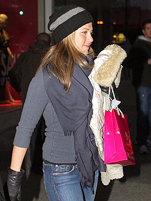 SHOP AROUND photo | Jennifer Aniston