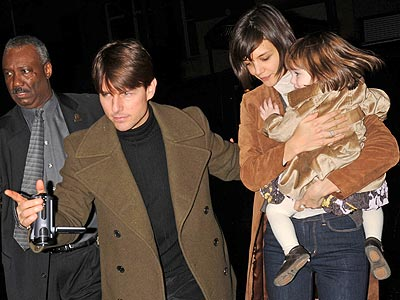 TOY TIME photo | Katie Holmes, Suri Cruise, Tom Cruise