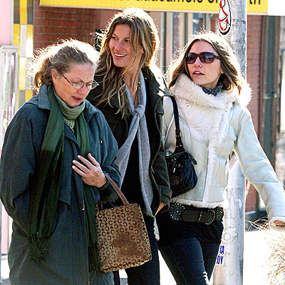 gisele bundchen tom brady wedding. Gisele, her Mom, and one of