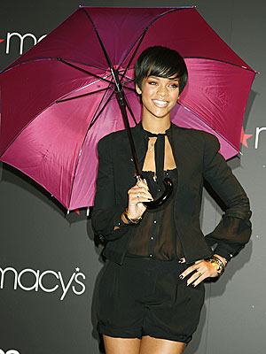 WEATHER GIRL photo | Rihanna
