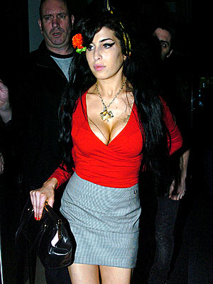 MOVING AHEAD photo | Amy Winehouse