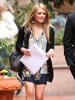 http://img2.timeinc.net/people/i/2008/startracks/080225/hilary_duff.jpg